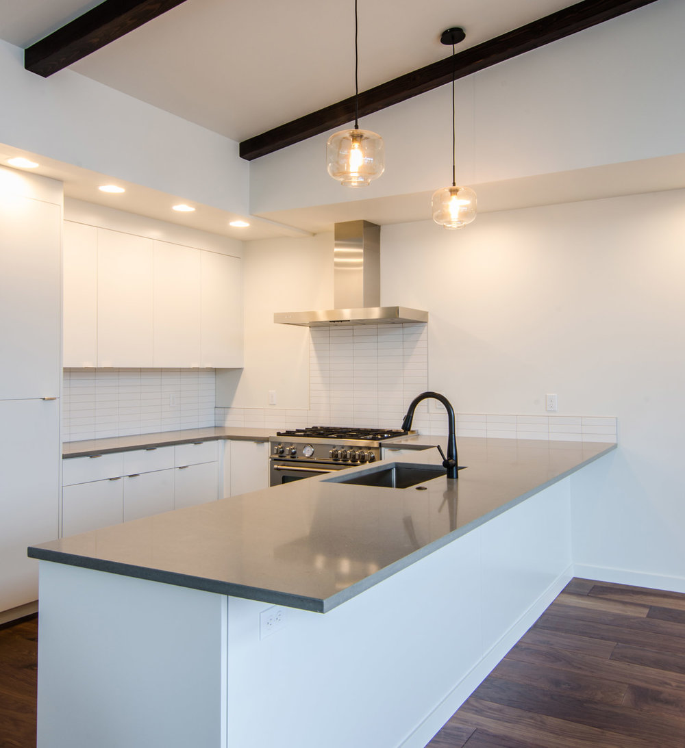 cascadia townhomes_hood river_kitchen.jpg