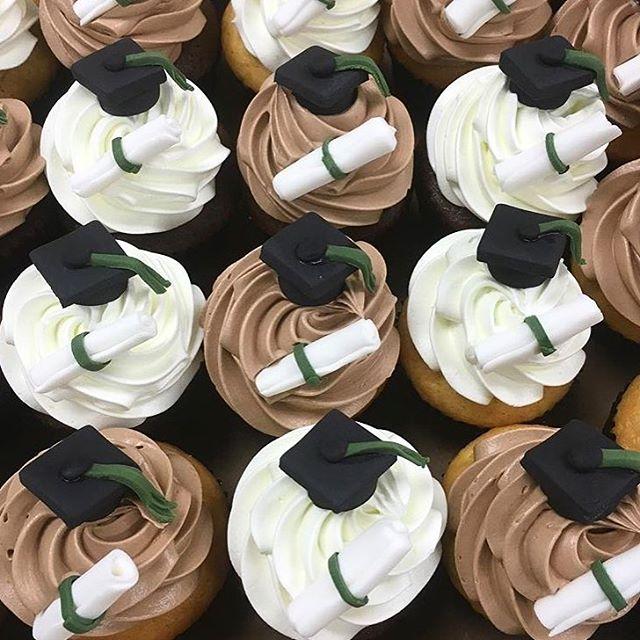 Graduation Cupcakes.jpg