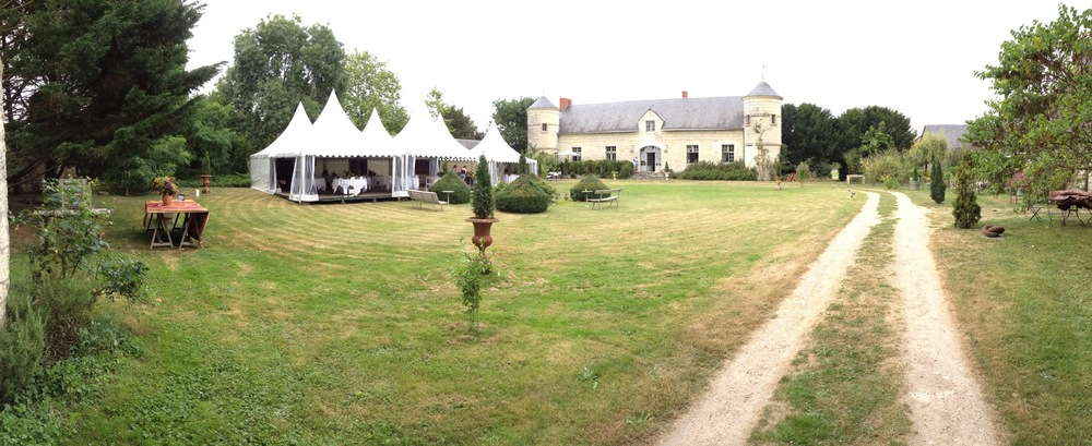 The reception marquee, and châteaux