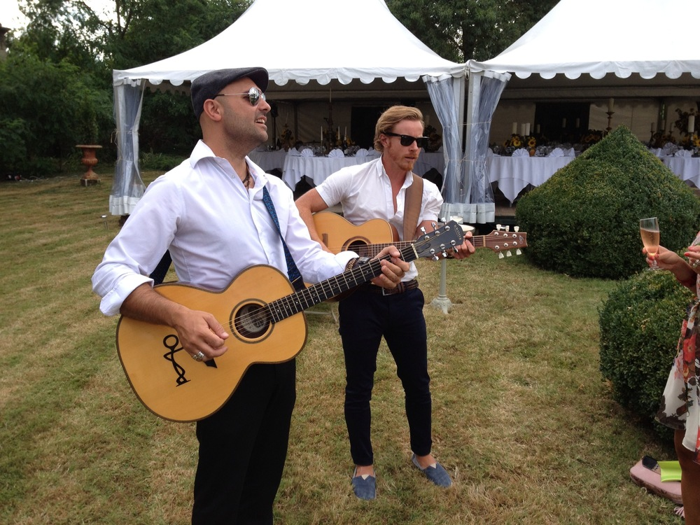 Marc & Will acoustic post ceremony set