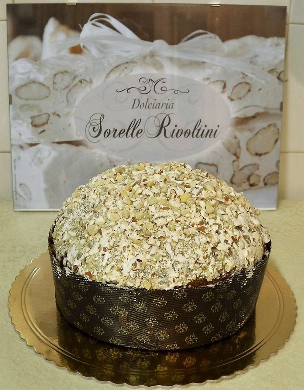 """PANETTONE al torrone"" g 750 o kg 1 in cellophane (disponibile periodo natalizio e su ordinazione)"