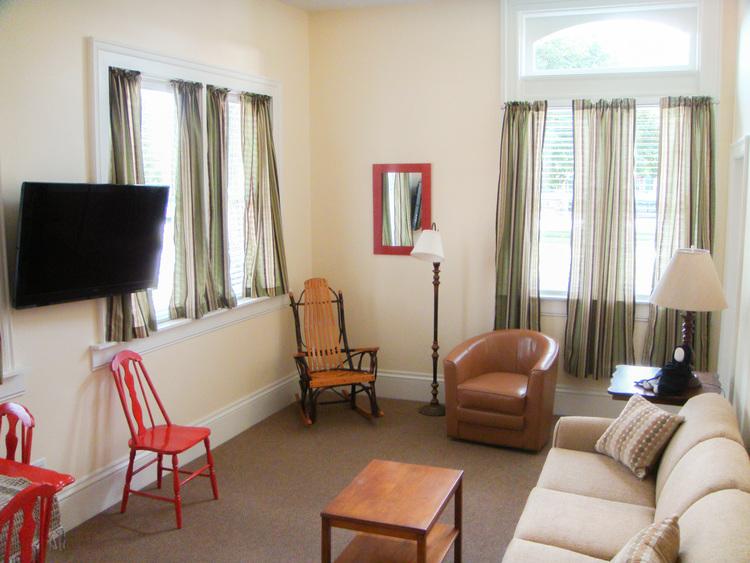 Suite-101-living-rm.jpg