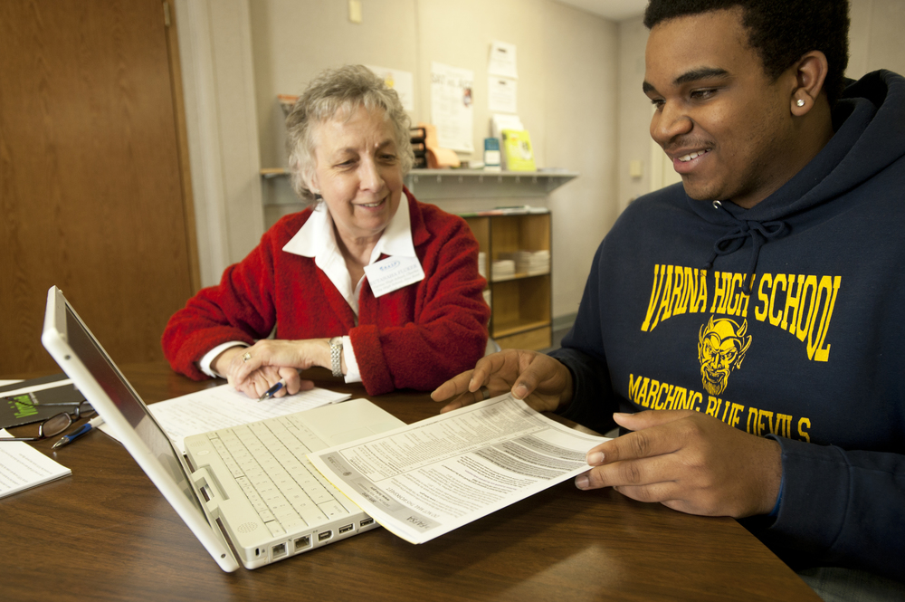 GRASP Advisor, Euthana Fluker, helping student fill out  the FAFSA
