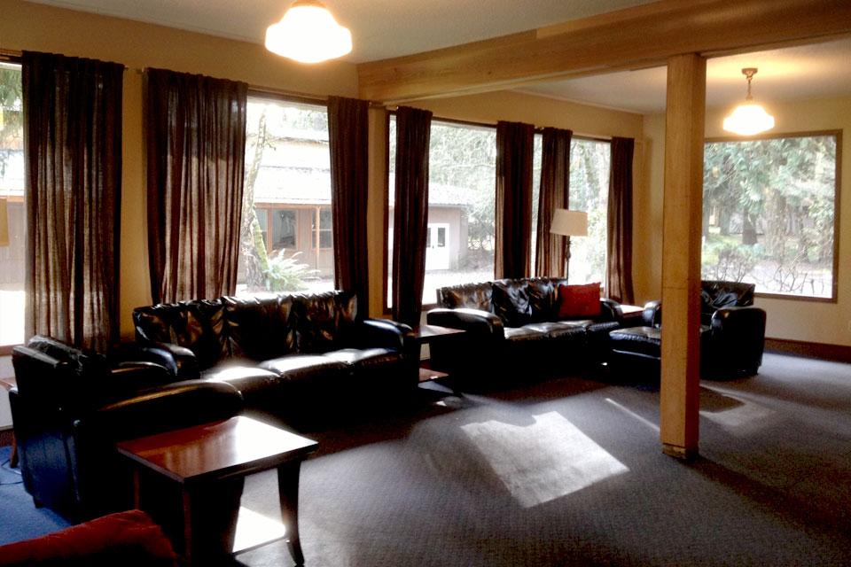meeting-fireside-room-interior-3.jpg