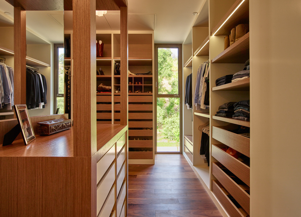 Mandeville house - Master closet