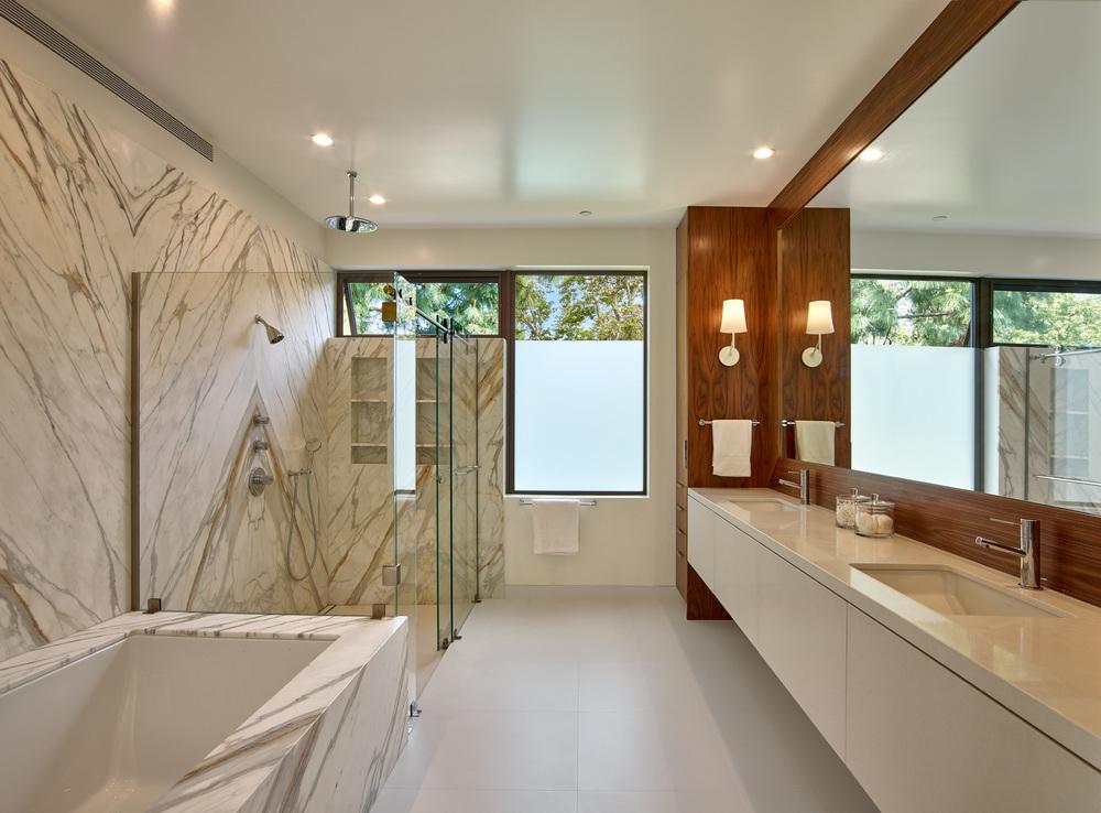 Mandeville house - Master bath