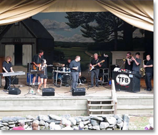 Tom Foolery Band in Concert