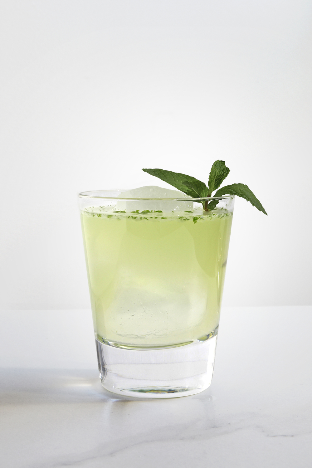 EASTSIDE 1 1/2 oz Gin 1 oz Chareau 3/4 oz Fresh Lime Juice 1/2 oz Simple Syrup 4-5 Fresh Mint Leaves Shake all ingredients with ice. Strain and pour over ice. Garnish with Fresh Mint.
