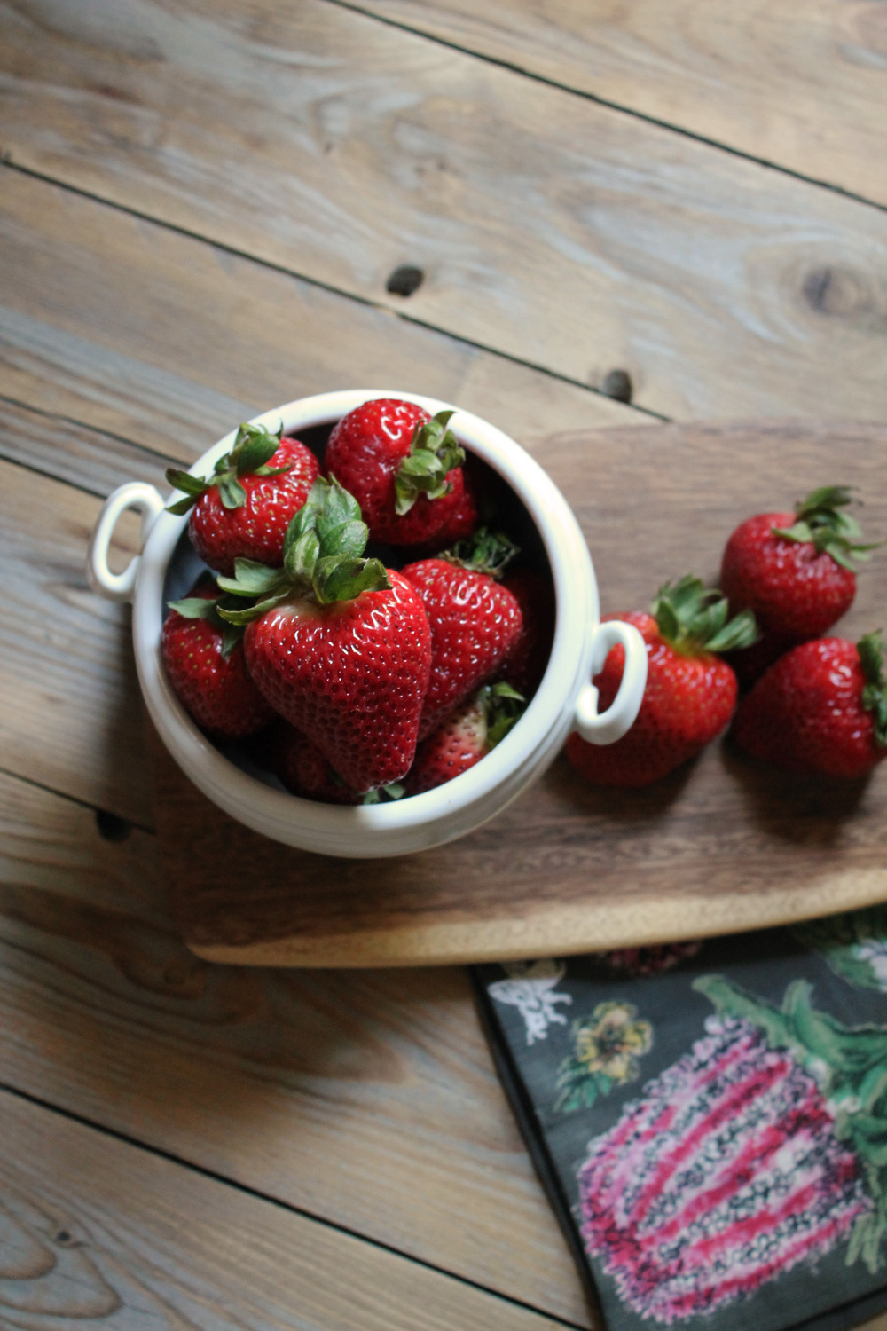 Fresh Strawberry Cake {Pedantic Foodie}