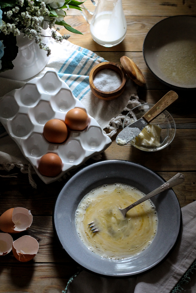 How to Scramble Eggs {Pedantic Foodie}