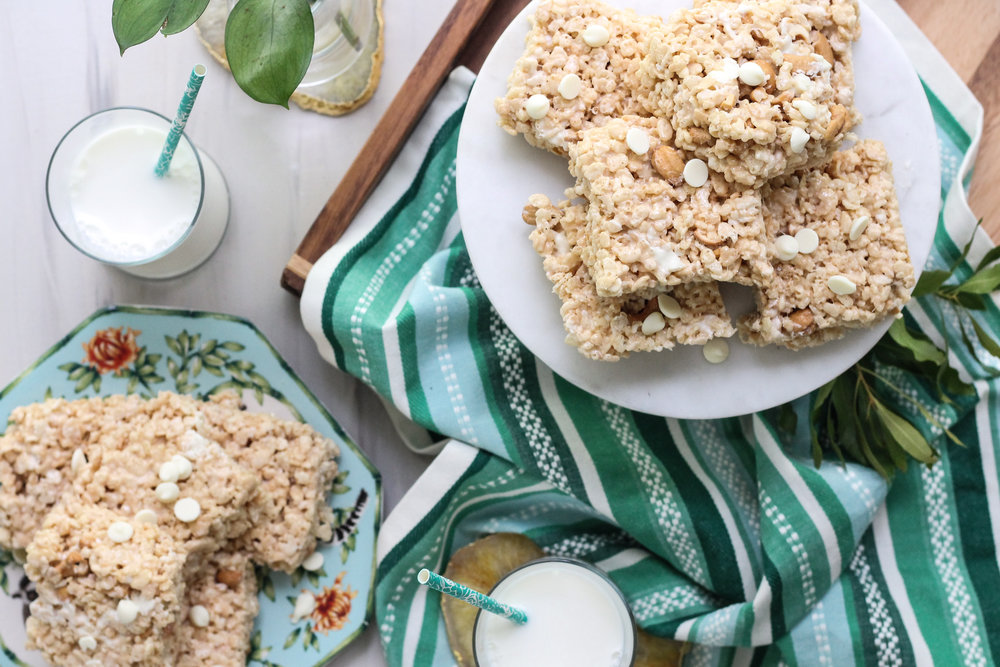 These Coconut Caramel Cashew Krispie Treats are the perfect way bring the flavors of summer to this classic, childhood treat! [ www.pedanticfoodie.com ]