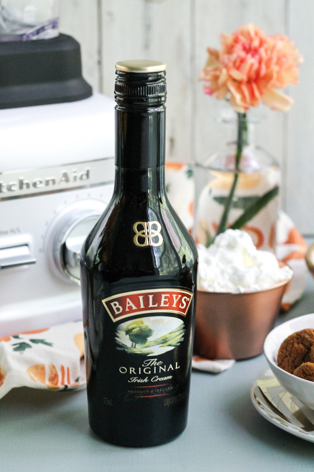 BAILEYS PUMPKIN MILKSHAKES WITH GINGERSNAP CRUMBS ARE THE VERY BEST WAY TO CELEBRATE AUTUMN [ www.pedanticfoodie.com ]