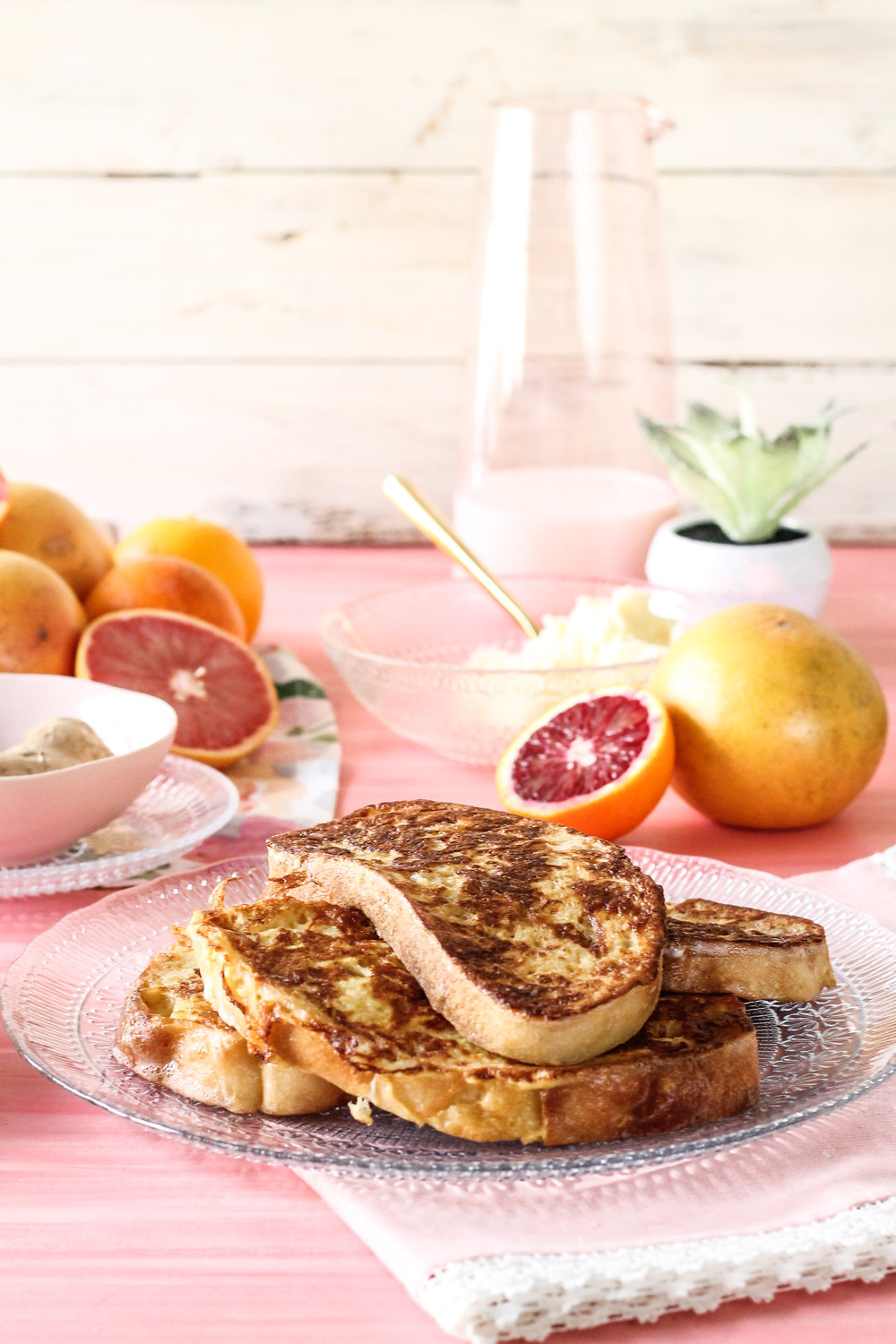 PINK CITRUS FRENCH TOAST IS THE PERFECT WAY TO CELEBRATE CITRUS SEASON!  [ www.pedanticfoodie.com ]
