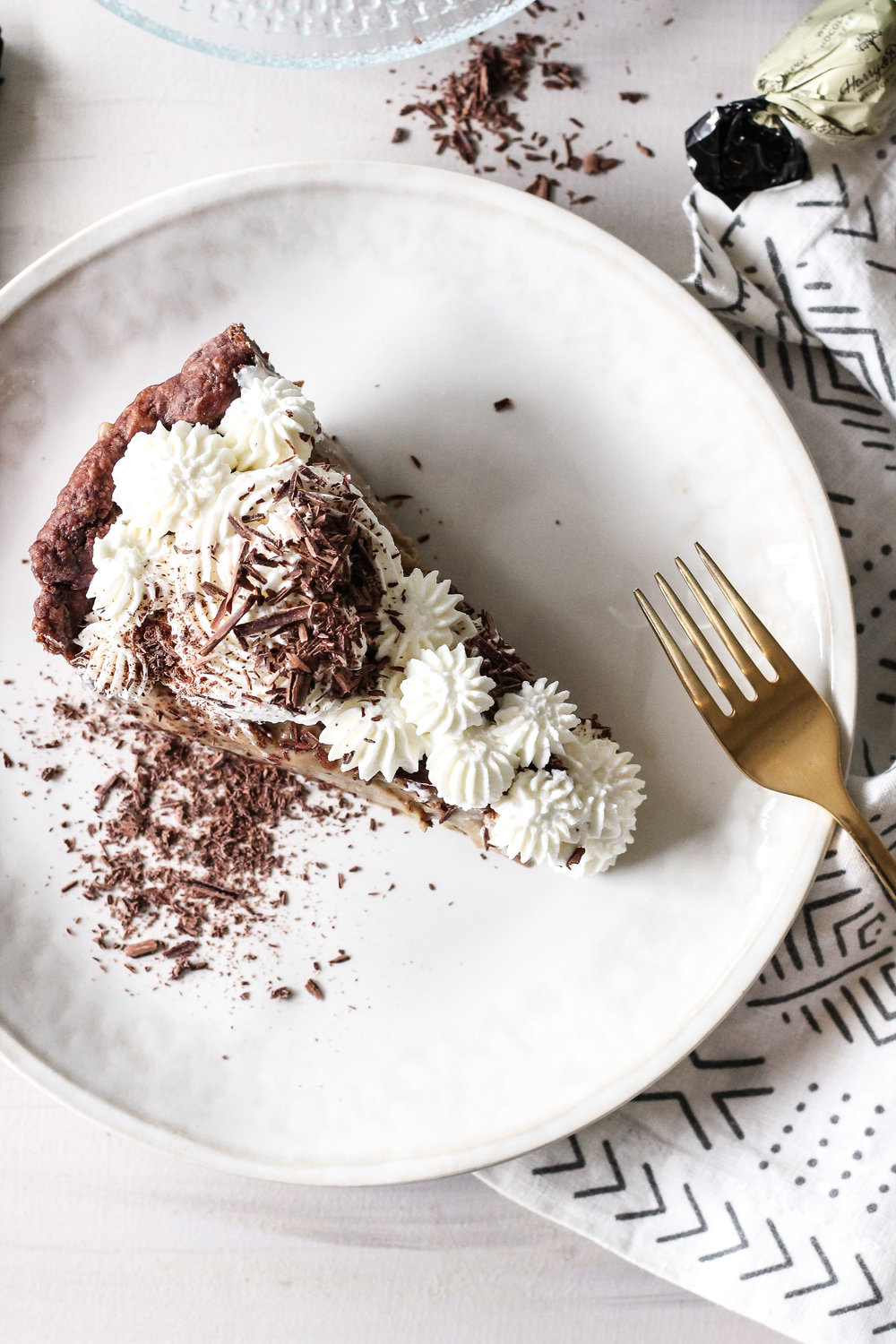 Chocolate cream pie meets your morning brew in this incredibly decadent Coffee Cream Pie.  Click through to find this recipe and more on www.pedanticfoodie.com!