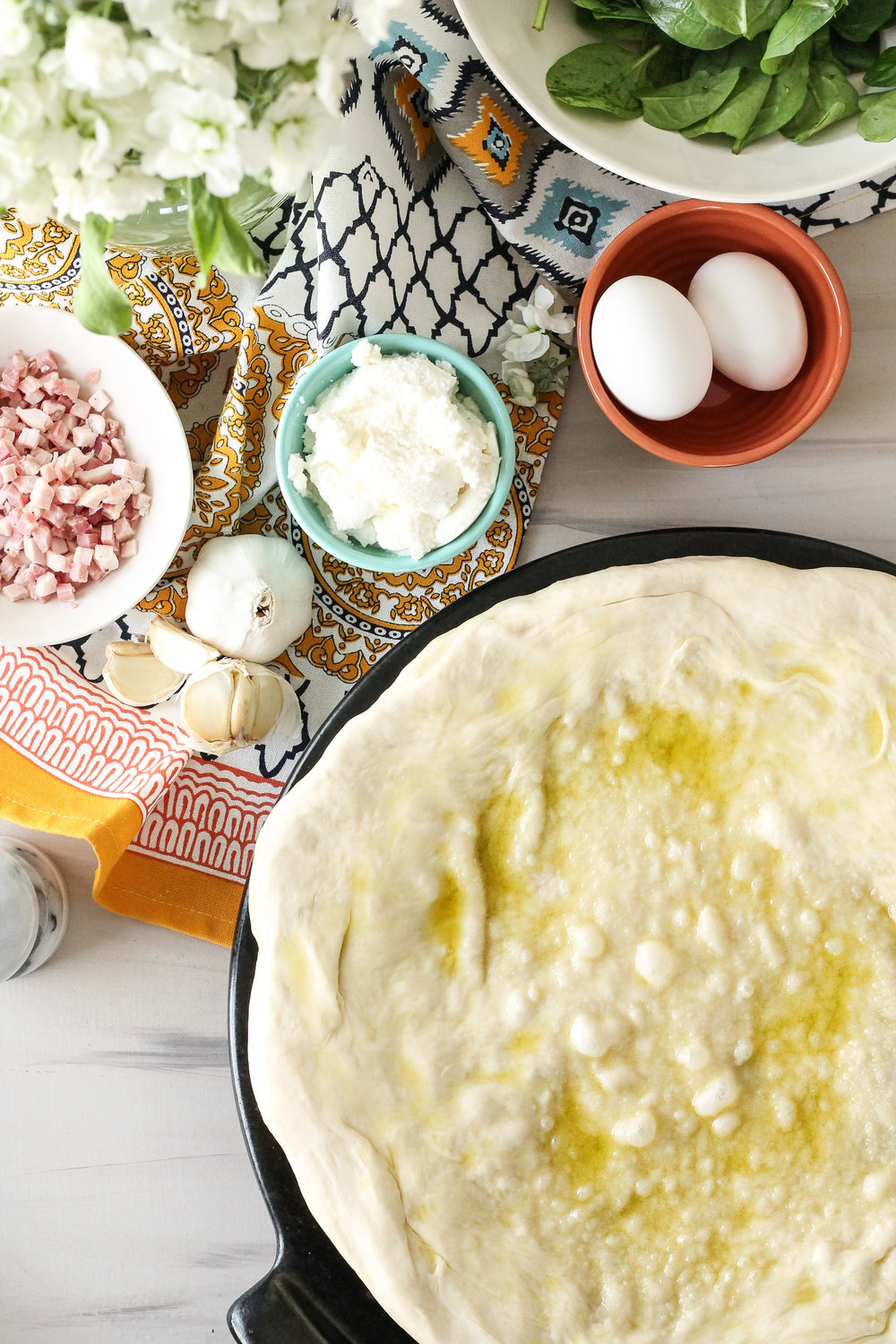 Set aside the quiches and kick-off your weekend with this easy and delicious breakfast pizza!!  Lemon-infused olive oil, pancetta, and rich ricotta form a savory, flavorful trio of toppings!  [ www.pedanticfoodie.com]
