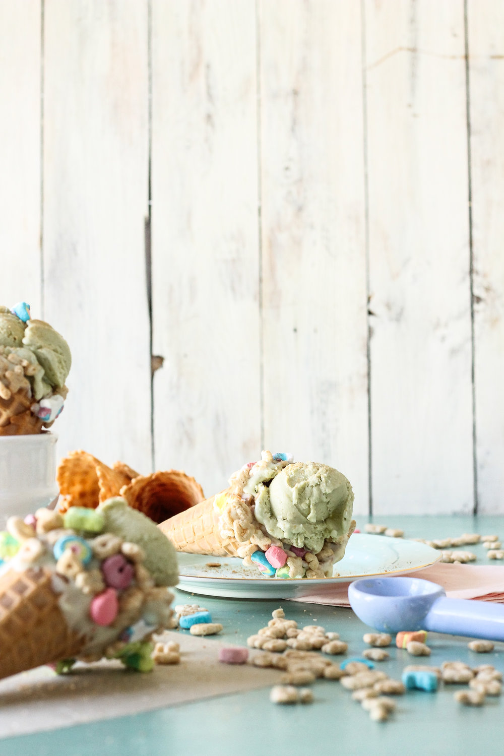 Saint Patrick's Day is looking prettier than ever with this Lucky Charms Ice Cream!  Find the recipe and many more on www.pedanticfoodie.com!!