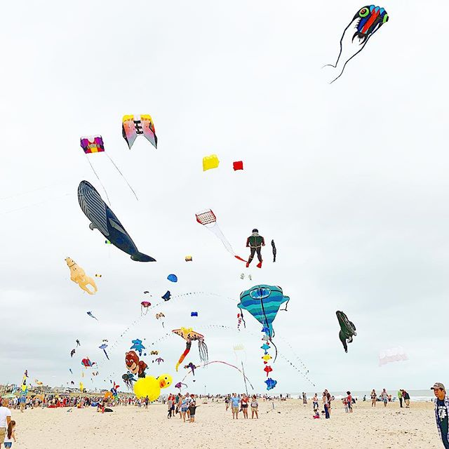 Sunday funday in #lbi #kitefestival #kite #colorsinthesky #sundayfunday #lovelylbi