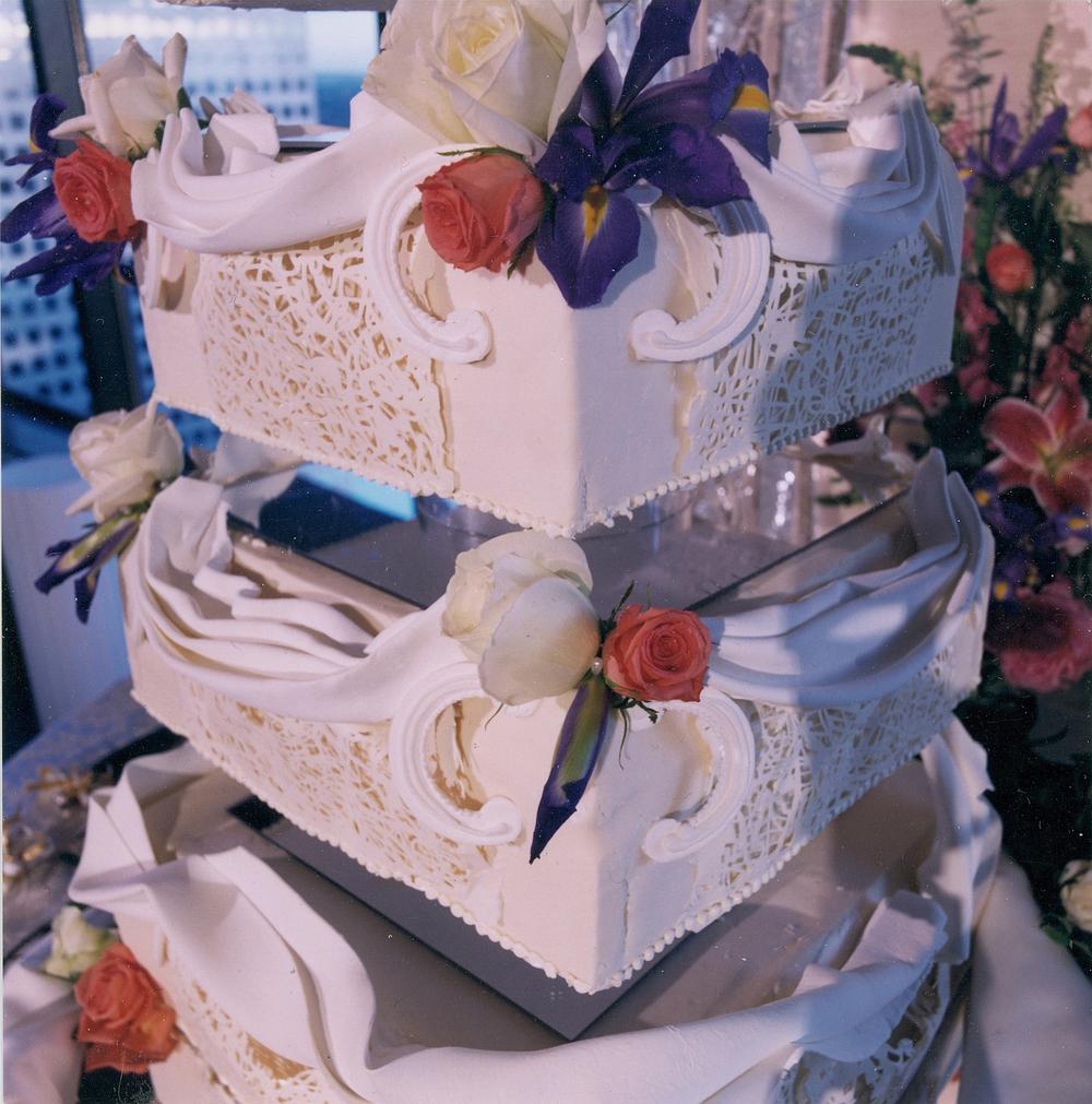 thomas-barlow_cakes_iris.jpg
