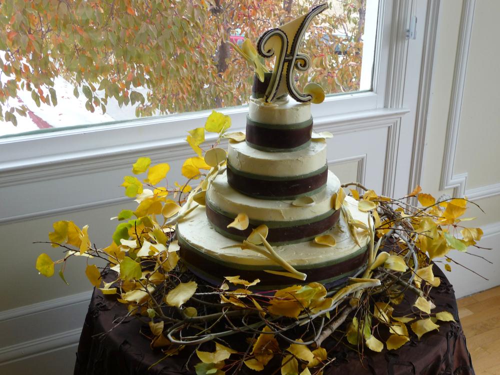 thomas-barlow_cakes_fallleaves.jpg