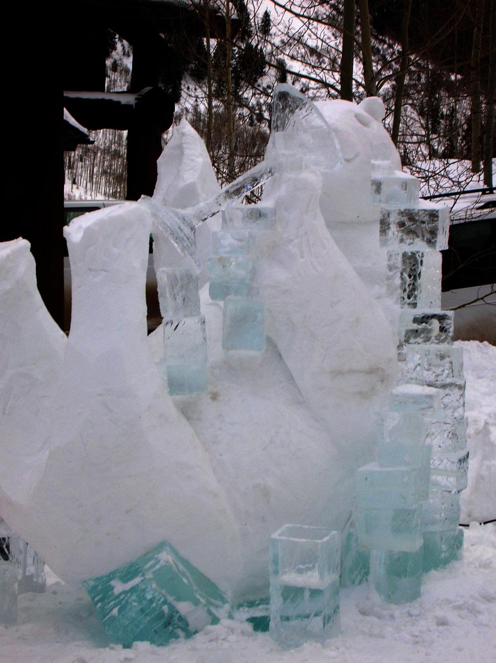 thomas-barlow_snow_polarbear.jpg