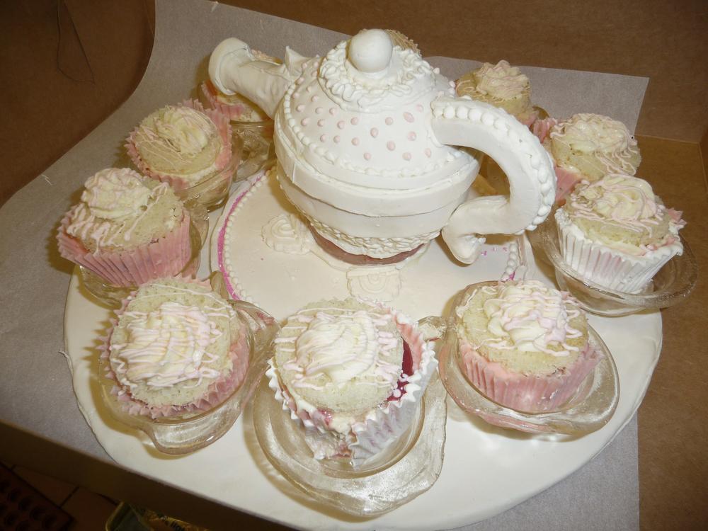 thomas-barlow_cakes_teapot.jpg
