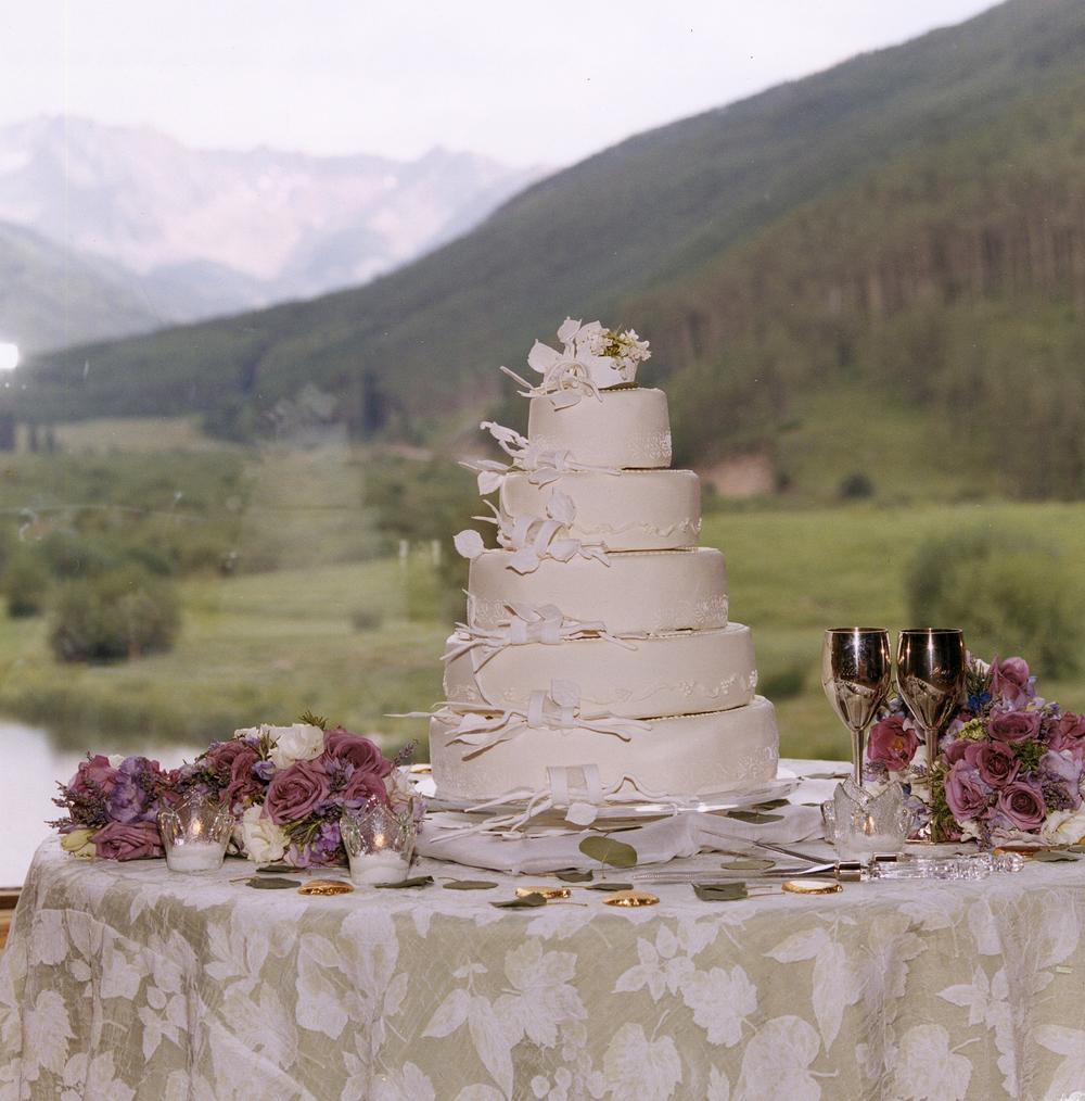 thomas-barlow_cakes_lavendarroses.jpg
