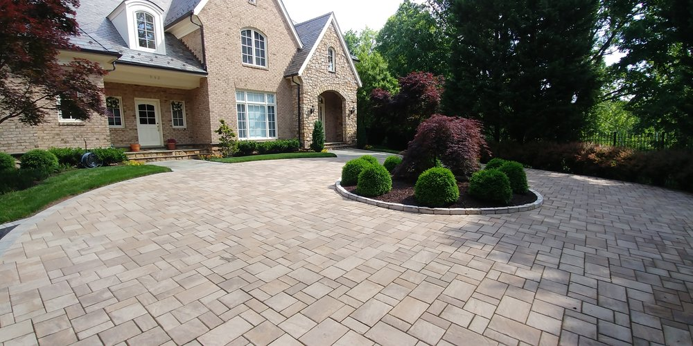Click for more examples of paver driveways