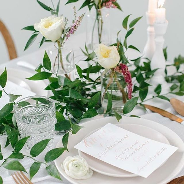 Getting ready for spring around here! ✨🌞🌱🌿 and finally adjusted to that shift for daylight savings. 😅 Loving the extra hour of sun at the end of the day. Speaking of spring, I have a feeling that simple greenery will continue to be a huge trend for 2018! This stunning table setting was captured by @andreanaylorphotography and florals created by @blossomsflowerhouse 👏  #springwedding #modernbride #modernwedding #moderncalligraphy #summerwedding #wisconsinbride #wisconsinwedding #wisconsinlove #tablesetting #weddingplanning #weddinginspo #madisonwi #doorcountywedding