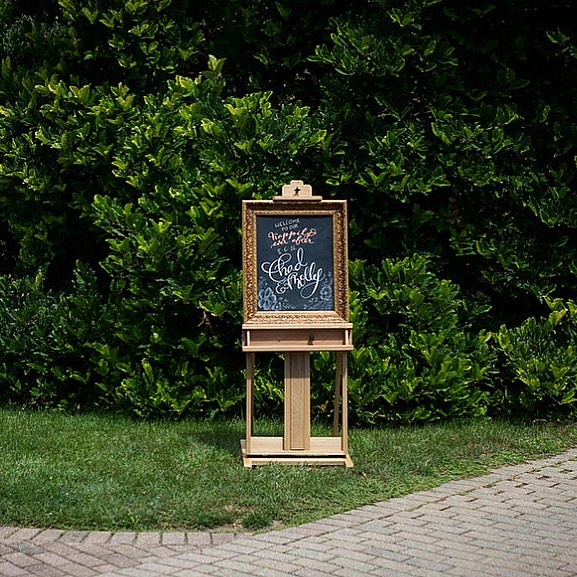 It's officially chalkboard season! I love creating custom designs for weddings and events. Chalkboards add that handmade element and help add structure to your venue. Plus you can keep the design or reuse your board over and over. 😊👌#chalkboardart #chalkboardlettering #customwedding #wisconsinwedding #wisconsinbride #modernbride #handlettering #doorcounty #doorcountywedding #summerwedding