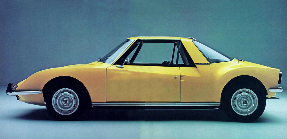 Based on the Matra 530 above—named after a cruise missile, I should add—the standard car was a groundbreaking mid-engine, targa top layout with love-it-or-hate-it avant garde styling.