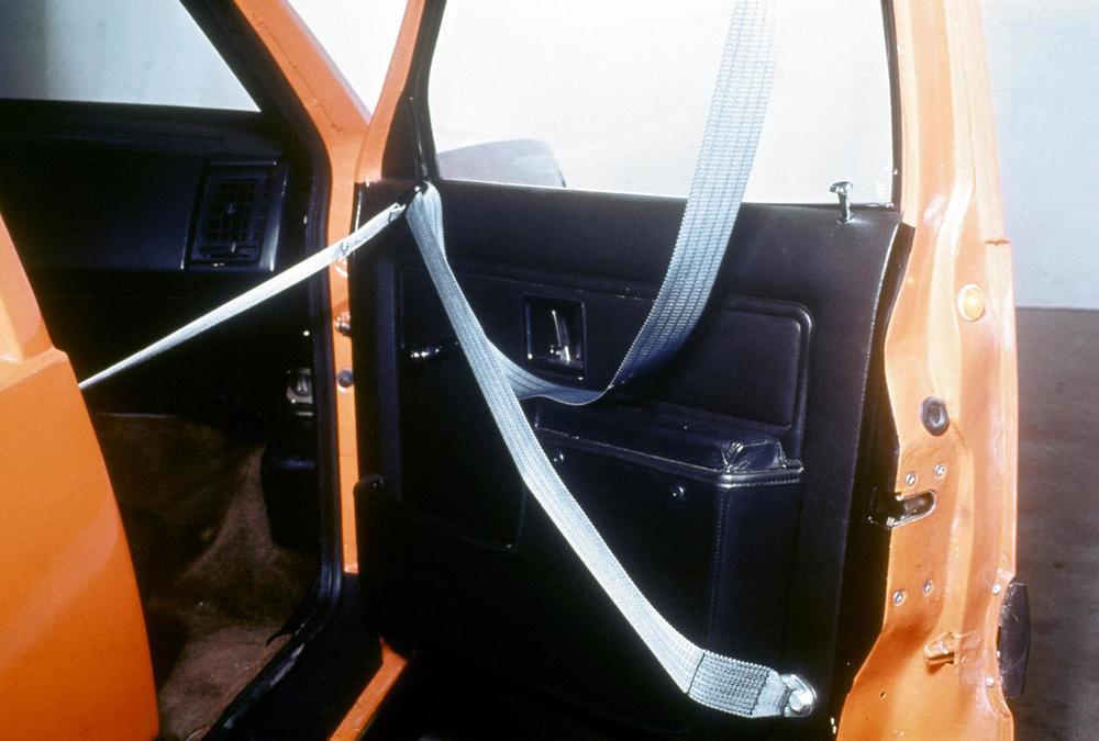 167-volvo-volvo-experimental-safety-car-vesc-4.JPG