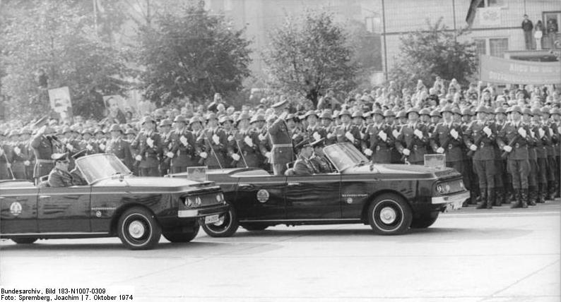 Sachsenring-P240-Reprasentant-1974-parade.jpg