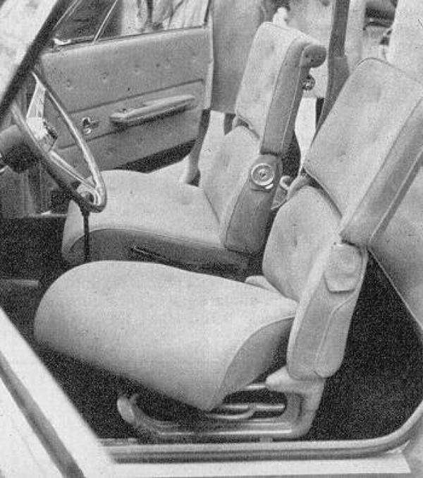 1966_Ghia_Fiat_850_Vanessa_Interior_01.jpg