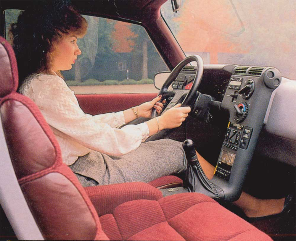 1988_GMC_Centaur_Concept_interior_02.jpg