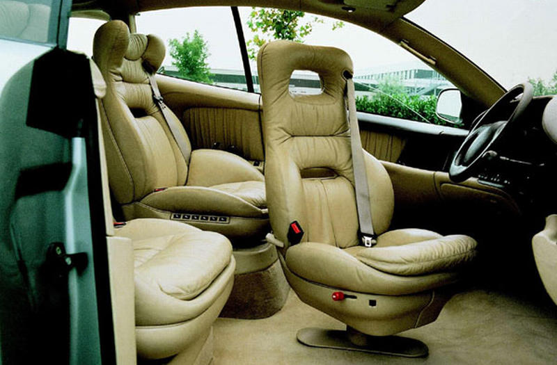 1992_ItalDesign_BMW_Columbus_interior_01.jpg