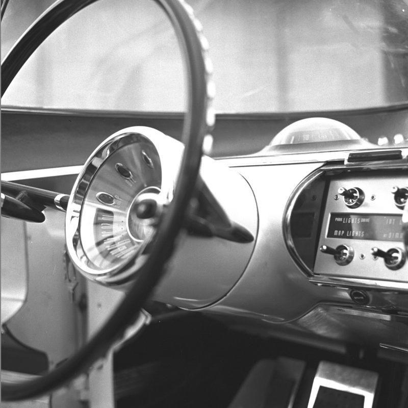 1955_Lincoln_Futura_Interior_03.jpg
