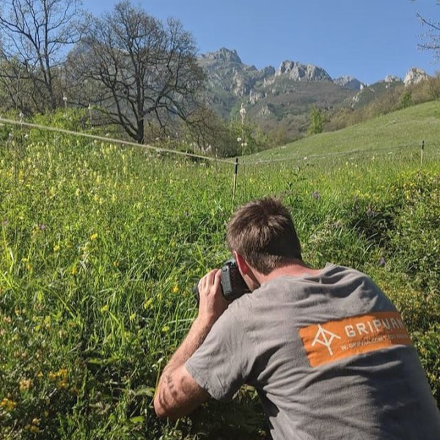 Photographer @jackboniface representing for us out in a hay meadow in northern Spain. #fontusenvironmental