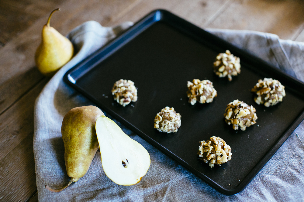 healthy gingerbread thumbprints made skinny with pear sauce