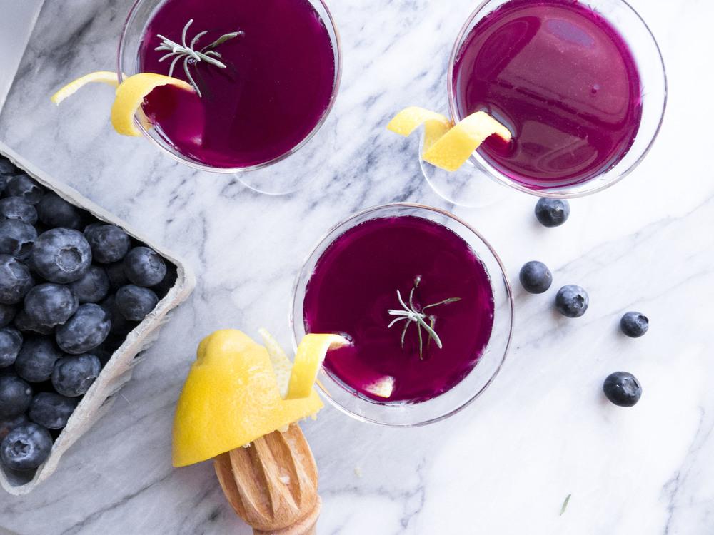 Healthier Weddings: Lavender Blueberry Lemonade Cocktail