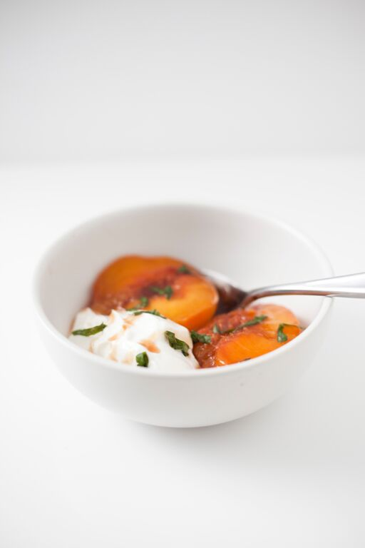Easy and Healthy Summer Dessert: Broiled Peaches and Yogurt