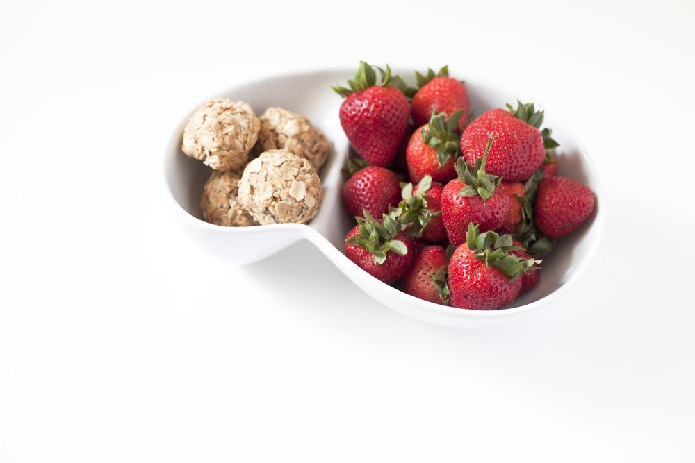 kura oat energy balls and strawberries, healthy snack