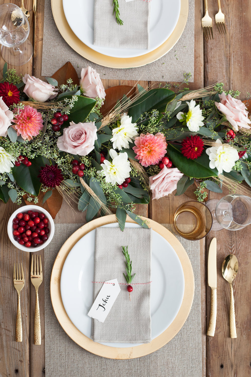 fresh cranberry table garland with dahlias and roses- thanksgiving friendsgiving diy how to