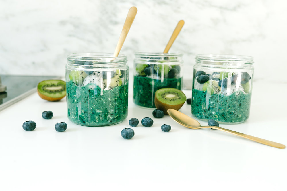Tropical Spirulina Overnight Oats