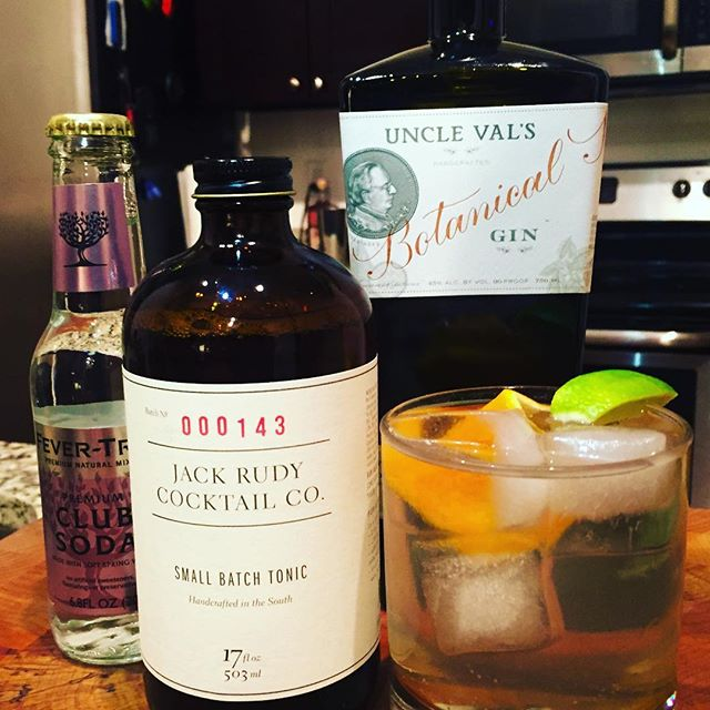 Heaven in a glass... A #gin & Rudy, using #unclevalsgin & #ginrudy small batch tonic topped with #clubsoda #cocktails #pourtaste #choose901 #downtownmemphis #amazingcocktailsathome