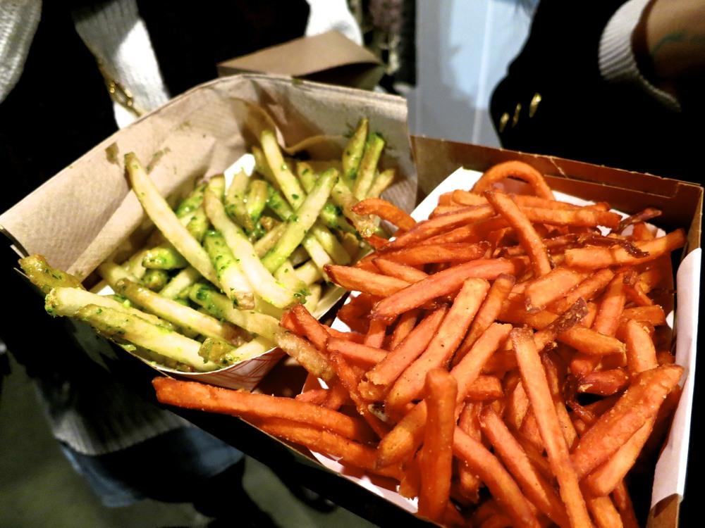 Garlic fries & sweet potato fries
