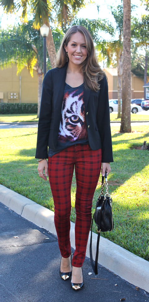 red-plaid-jeans-outfit.png
