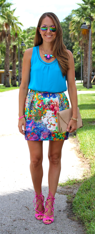 Floral skirt in a colorful outfit idea