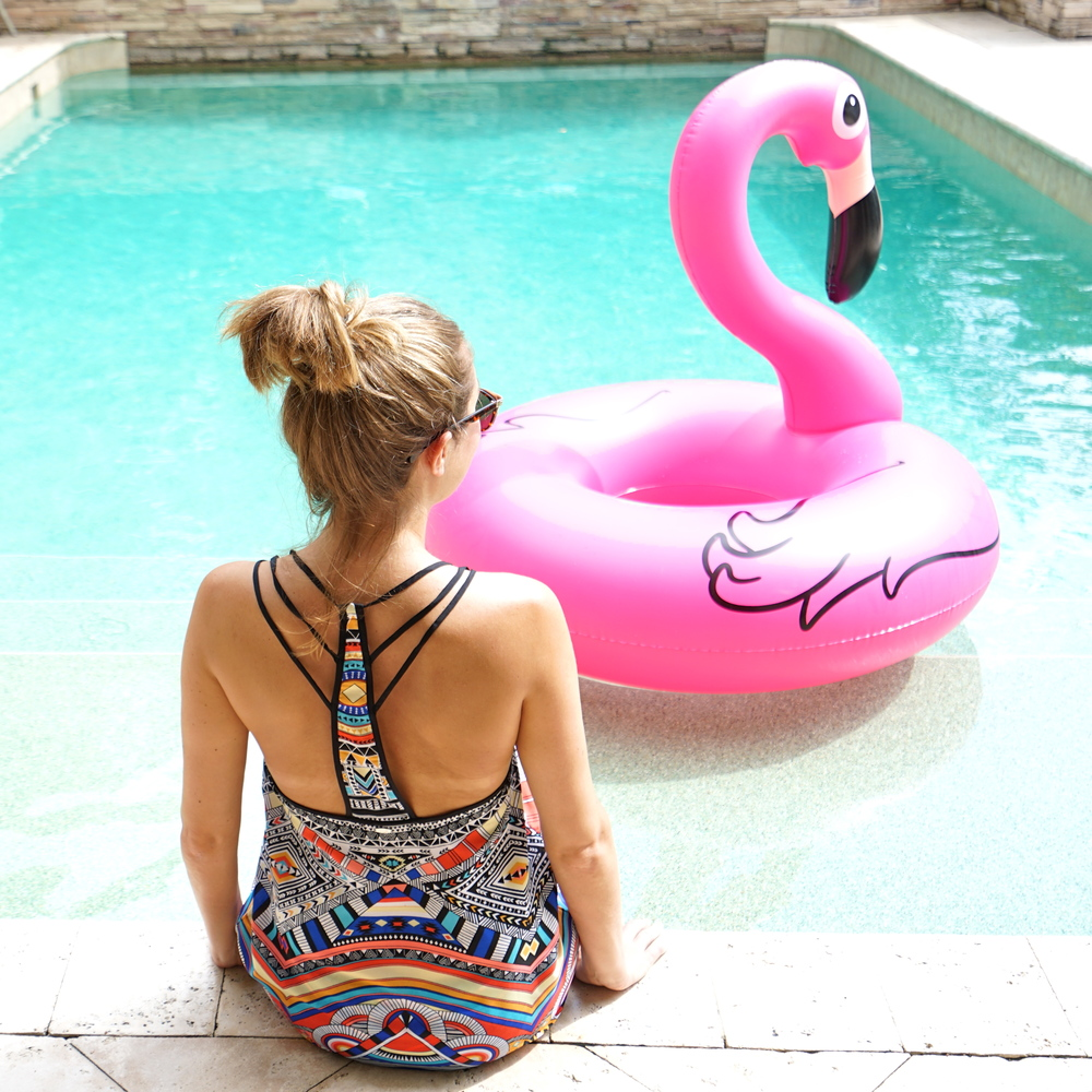 Flamingo pool raft