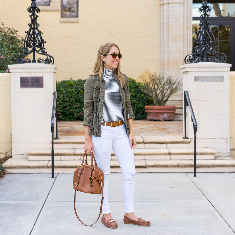 Utility jacket, white jeans, cognac accessories
