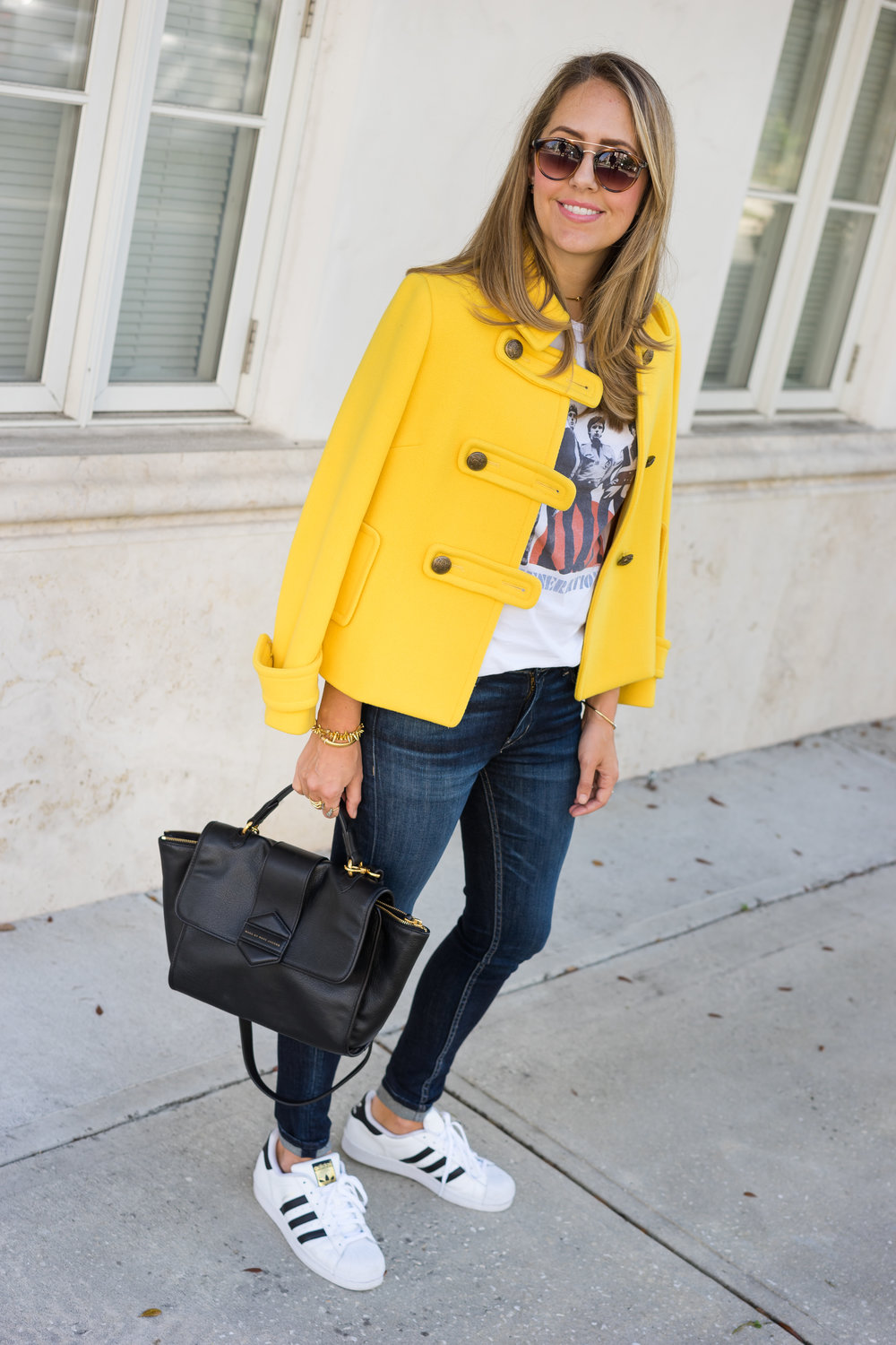 Yellow coat, concert tee, sneakers Adidas superstar